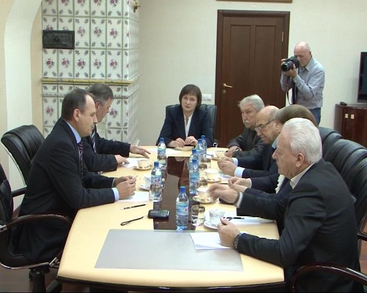 Сергей Ястребов и председатель областной Думы Михаил Боровицкий встретились с сенаторами и депутатами