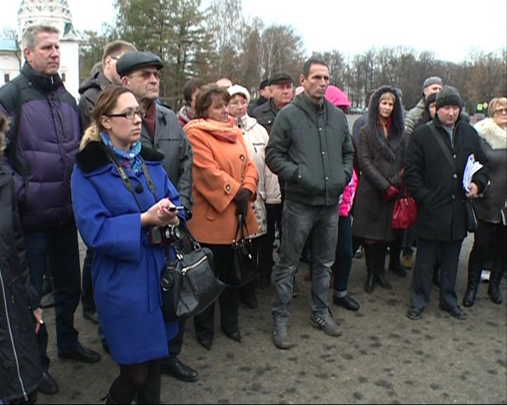 Около сотни жители поселка Маяковского вышли на Советскую площадь