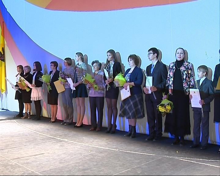 В ТЮЗе чествовали самых умных и талантливых школьников региона