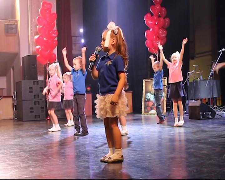 Актеры телесериала «Молодежка» приняли участие в благотворительном концерте «Растопим Лед»