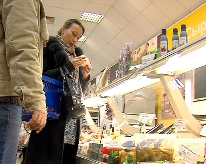 Ярославцы вместе с полицейскими искали некачественные продукты в магазине
