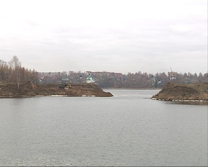 Пролив в Заволжском районе засыпают незаконно