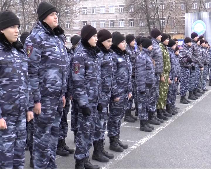 Больше 100 школьников из районов Ярославской области примерили полицейскую форму
