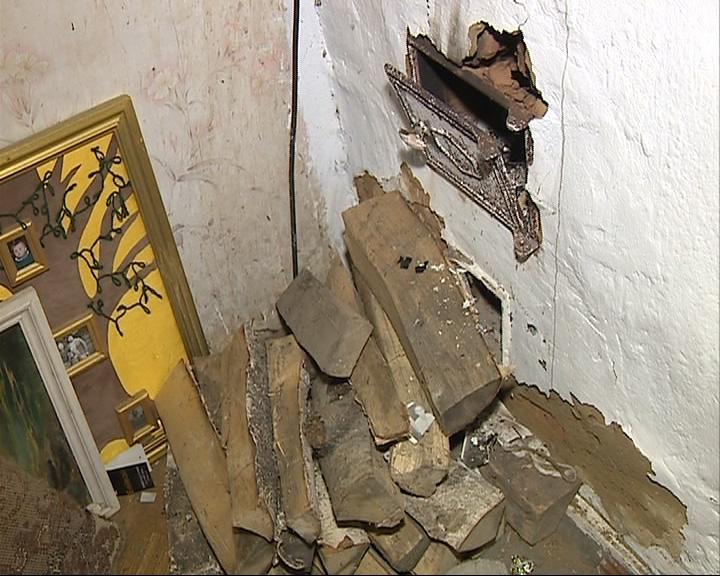 Жильцы аварийных домов с лета не могут переехать в новые квартиры