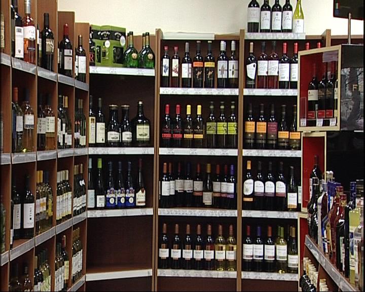 Депутаты Госдумы предложили спрятать алкоголь от покупателей в магазинах