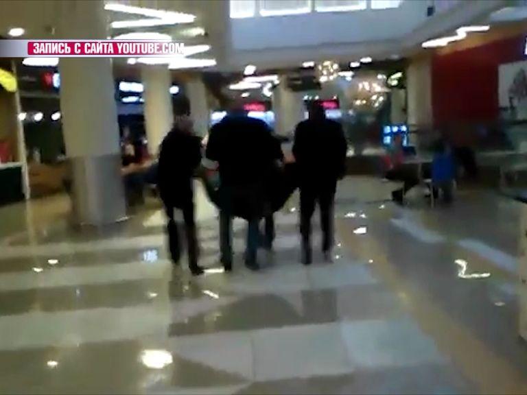 Полицейские просят откликнуться свидетелей драки в торговом центре «Аура»