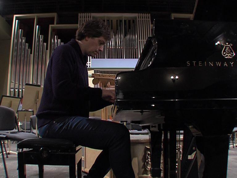 Знаменитый пианист и композитор Стив Баракатт выступил в ярославской филармонии