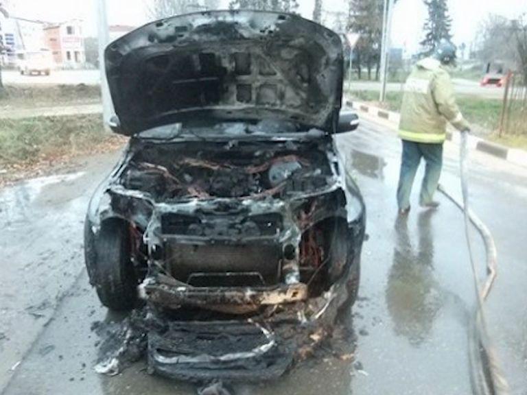 В Ярославле за утро сгорели два автомобиля