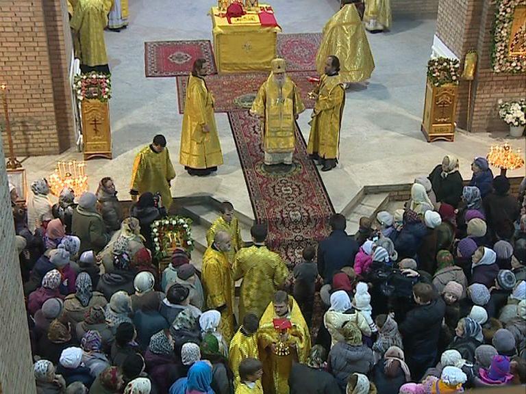 В строящемся храме в Дзержинском районе прошла первая служба