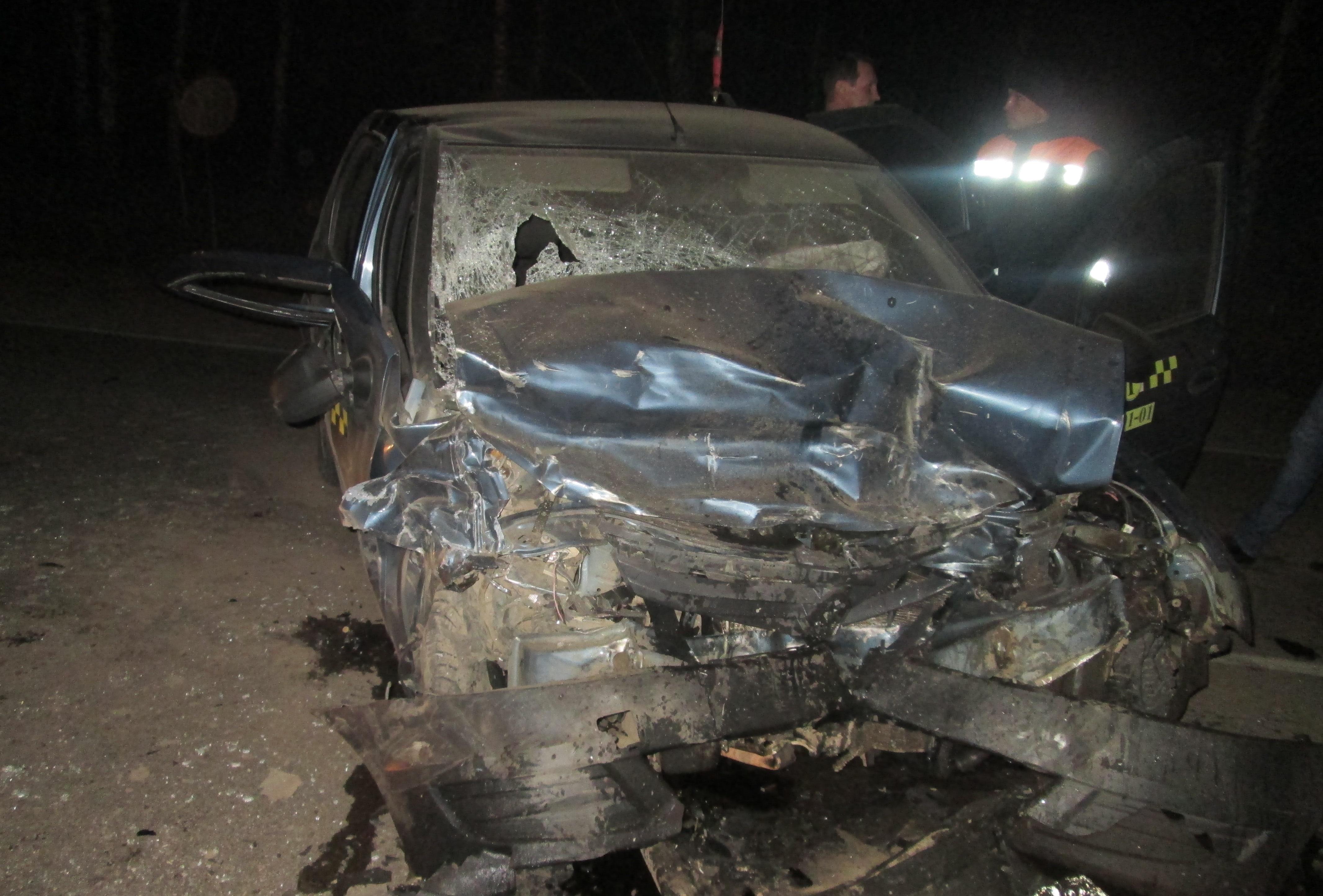 В Переславском районе лоб в лоб столкнулись два «Рено»