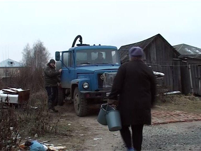 Настоящую войну с канализацией вот уже несколько лет ведут пошехонские пенсионеры