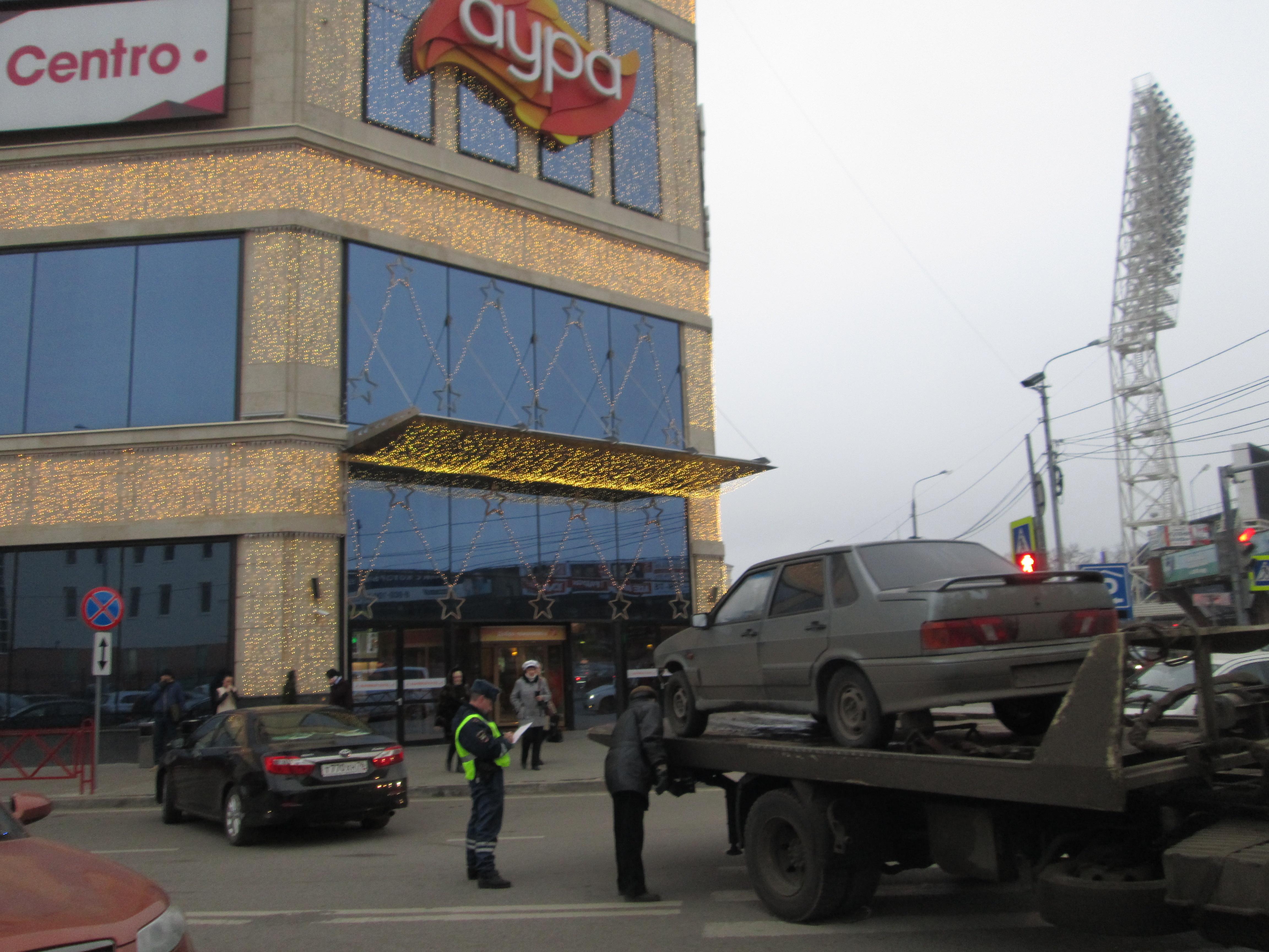 За сутки в Ярославле гаишники выявили 98 машин, припаркованных не по правилам