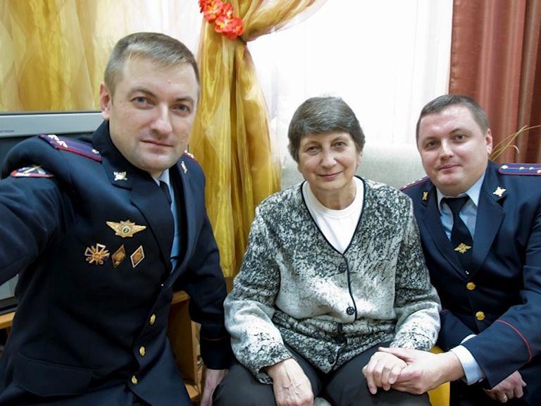 Сотрудники ярославской полиции сделали селфи с мамами