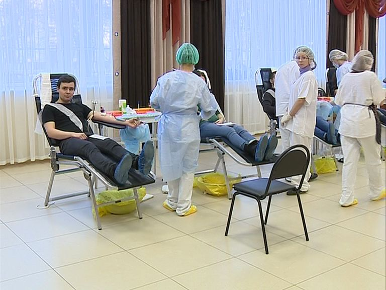 Во Дворце молодежи сотни ярославцев сдали кровь