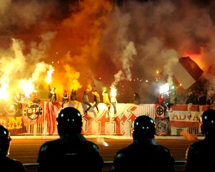 Фаната «Спартака», кидавшегося пластиковыми креслами в полицейских, оштрафовали на 50 тысяч