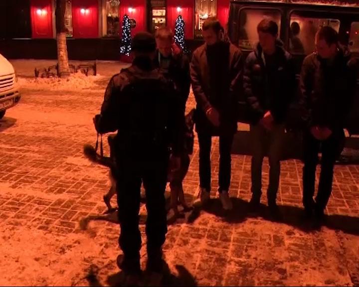 Наркополицейские отправились в рейд по ночным клубам
