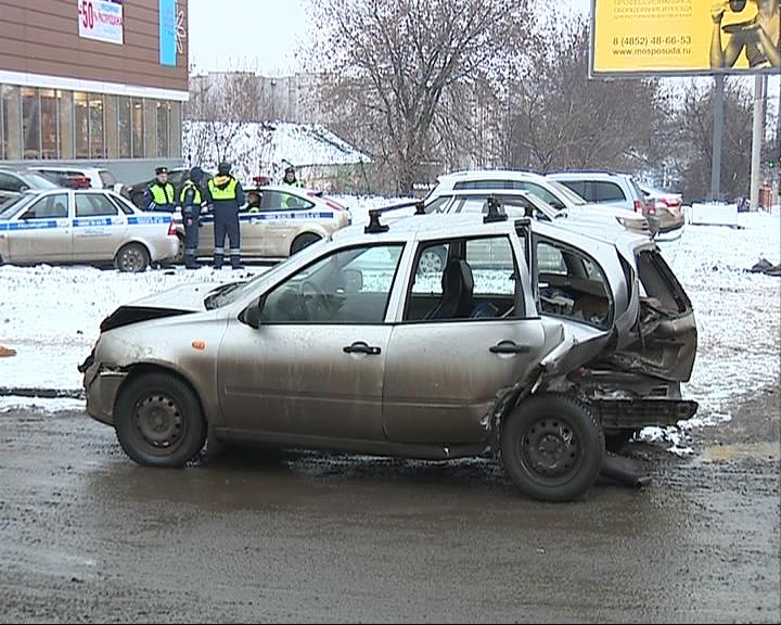 На Московском проспекте столкнулись три авто