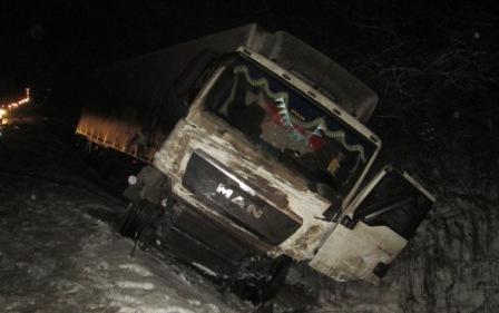 В Переславском районе столкнулись две легковушки и фура