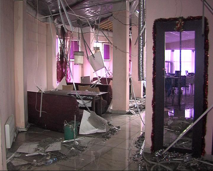 Складское помещение, зал и кафе пострадали при пожаре в торговом центре Ярославля