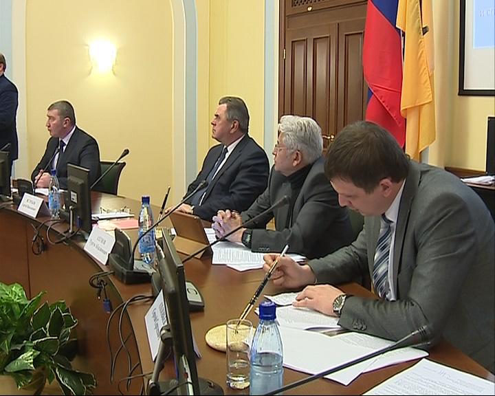 Минимальная зарплата в Ярославской области с 1 января будет равна 6 тысячам рублей для бюджетников и 8 тысяч рублей - для работников не бюджетных сфер