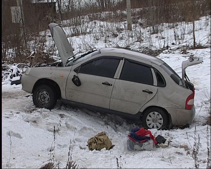 В Ярославском районе погиб пассажир «Лады», вылетевшей в кювет