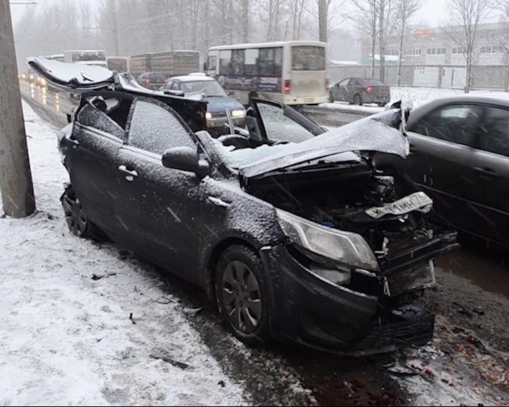 Из-за крупной аварии в Ярославле практически встал Ленинградский проспект