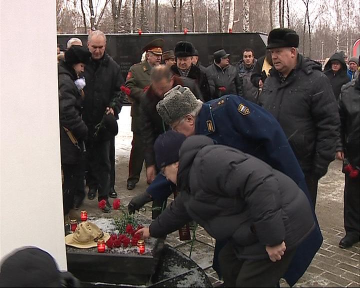 На Воинском мемориальном кладбище прошла акция «Зажги свечу памяти»
