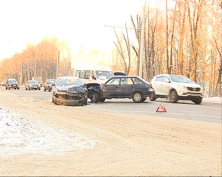 На Тутаевском шоссе столкнулись «Жигули» и «Мазда»