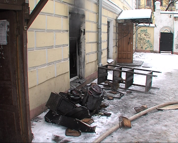 В центре Ярославля загорелся бар