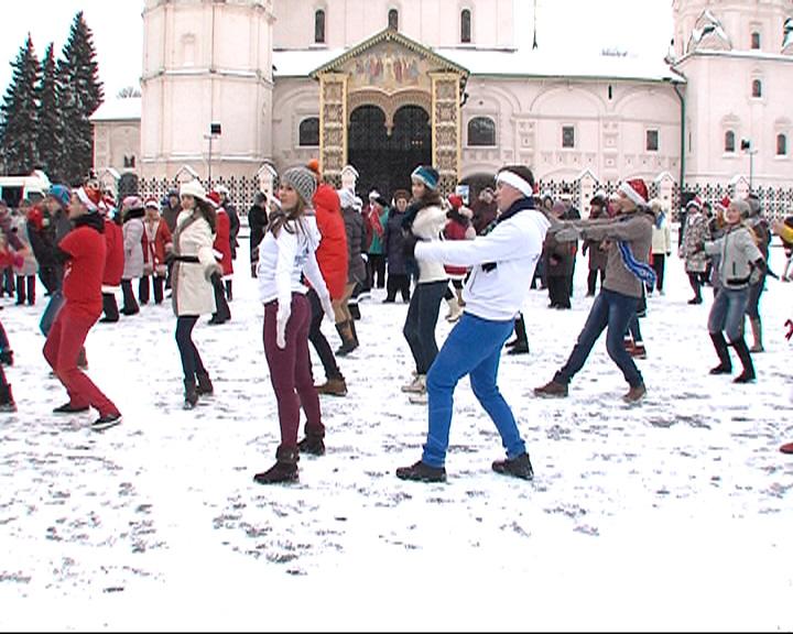 Перед Новым годом в Ярославле прошла серия флешмобов