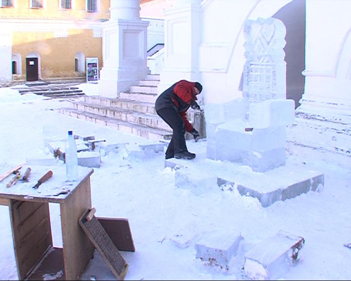 В Ростовском кремле началась установка скульптур из льда