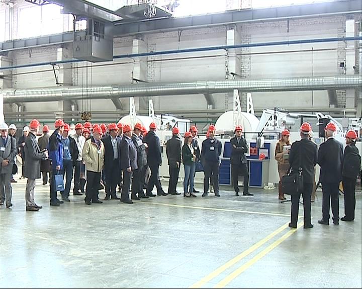 Работники завода в поселке Семибратово уже полгода не получают зарплату
