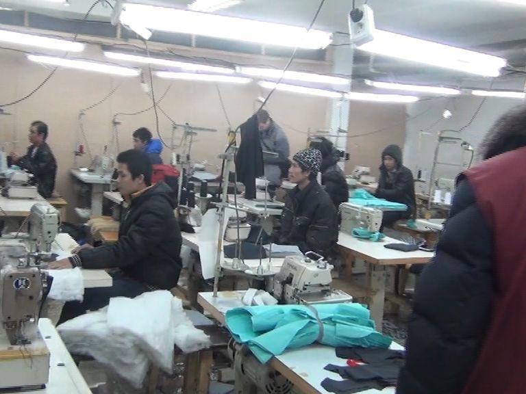 В подпольном цехе в Переславле-Залесском больше полусотни вьетнамцев шили одежду