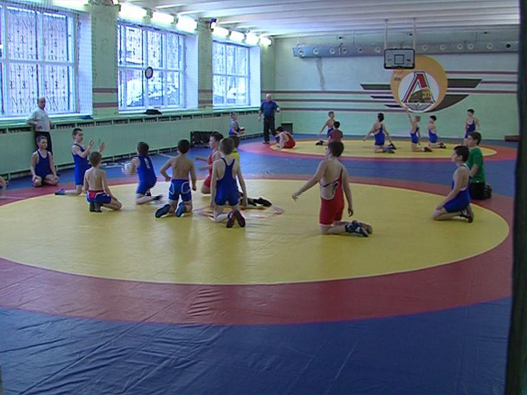 В ярославской школе спортивной борьбы открыли отремонтированный зал