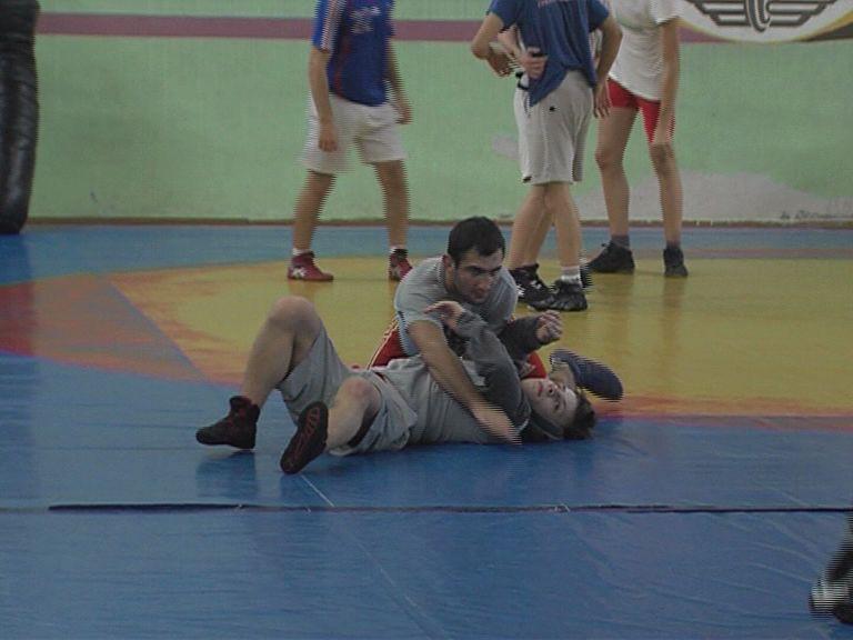 Сборная Ярославской области привезла две бронзовые медали с чемпионата Центрального Федерального округа по греко-римской борьбе
