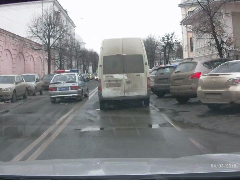 Сотрудники Госавтоинспекции оштрафовали водителя, который бросил машину посреди дороги