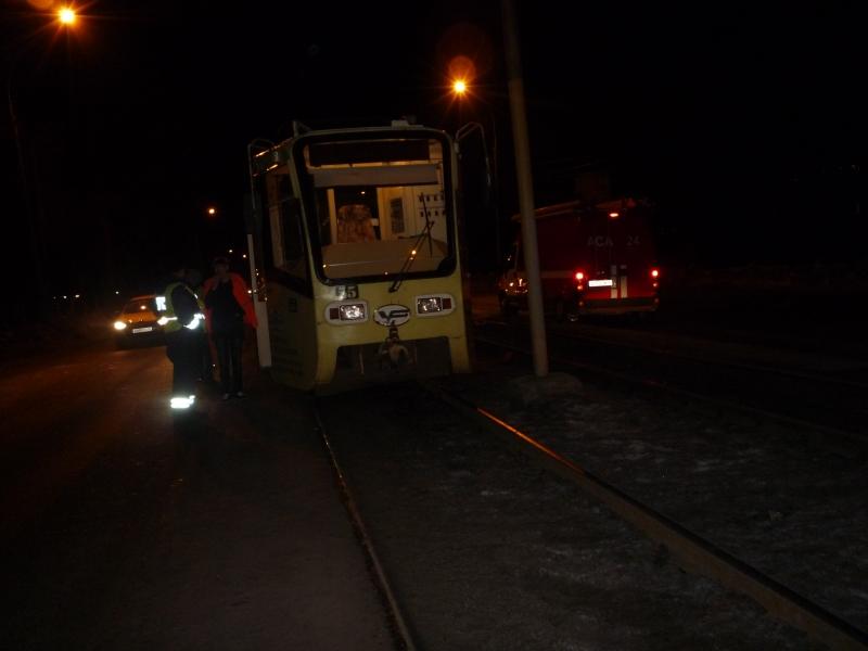На улице Чкалова под колесами трамвая погиб пешеход