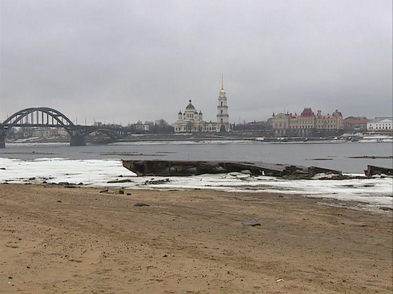 Из-за маловодья специалисты всерьез опасаются за начало навигации в Ярославской области