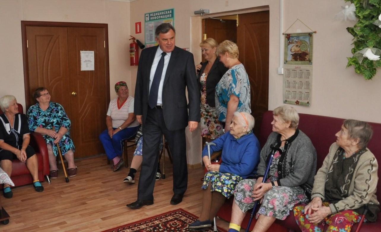 Сергей Ястребов проинспектировал работу геронтологических центров региона