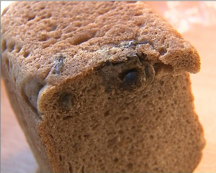 Ярославец купил буханку черного хлеба и обнаружил внутри металлический болт