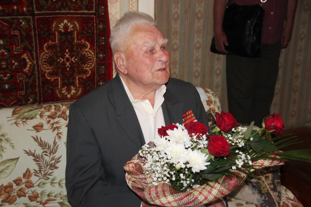 100 лет сегодня исполнилось ярославцу Александру Сачкову