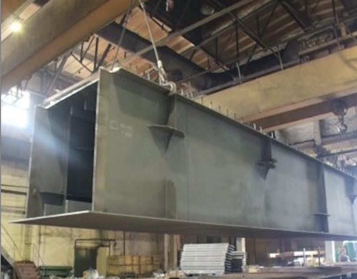 На заводе № 50 металлической балкой придавило слесаря