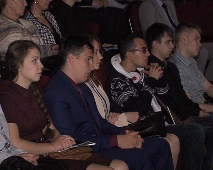Сергей Ястребов вручил молодым ученым свидетельства о присуждении президентских грантов