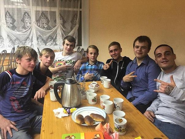 Известный рэп-исполнитель Guf посетил детский дом в Рыбинске