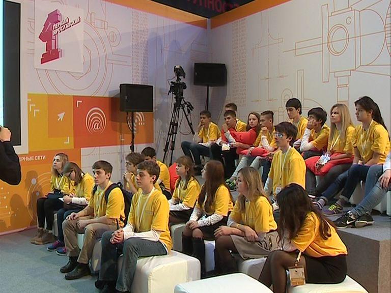 Участники форума «Будущие интеллектуальные лидеры России» знакомились с тележурналистикой в медиалаборатории «Первого Ярославского»