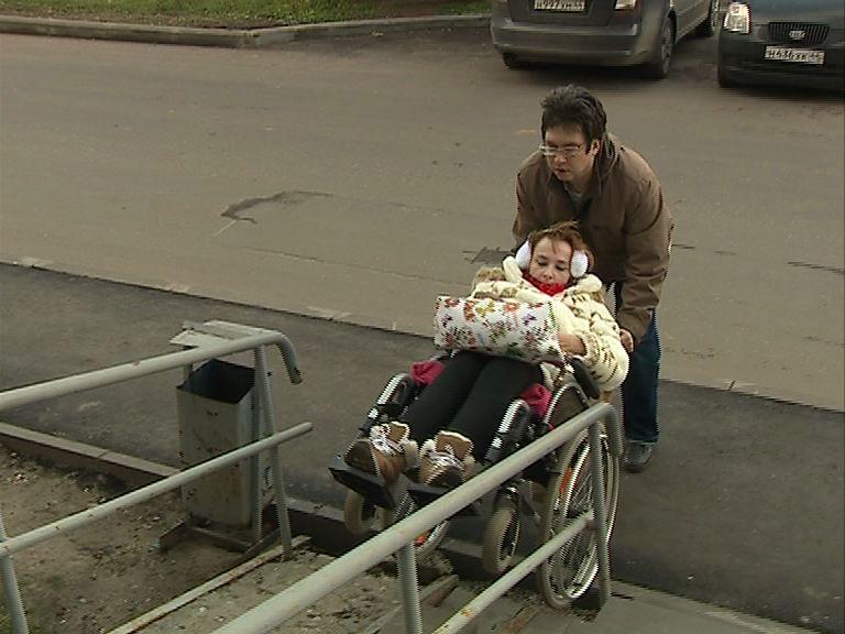 Илья Осипов проверил доступность городской среды для инвалидов