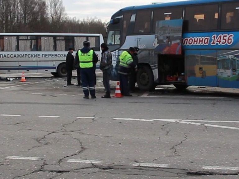 На трассе Ярославль-Рыбинск в аварию угодили сразу два рейсовых автобуса