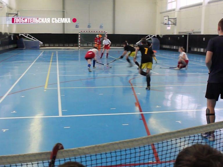 Хоккеисты в зале выявляли сильнейшего на турнире в Ярославле