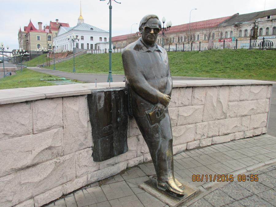 В Рыбинске задержаны вандалы, отломавшие часть памятника Льву Ошанину