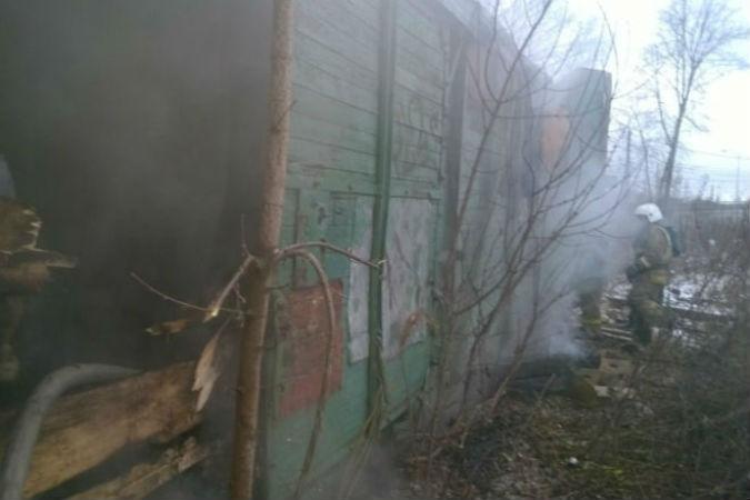 Во время пожара в вагончике погибли двое бомжей